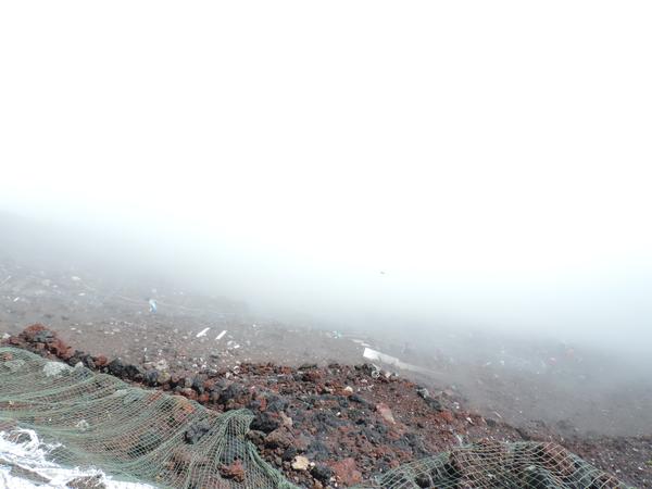 富士登山競走 ゴール直前の1位の選手