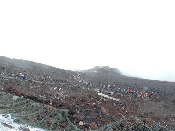 午前11時43分頃の富士山頂からの景色